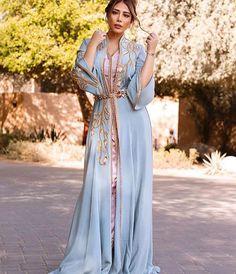 Caftan Marocain 2019 Best Of Photos Takchita Luxe - Caftan Marocain Vente Location Boutique France - Maroc Abaya Fashion, Fashion Dresses, Kaftan Moroccan, Reign Dresses, Arabic Dress, Caftan Dress, Oriental Fashion, Traditional Outfits, Ao Dai