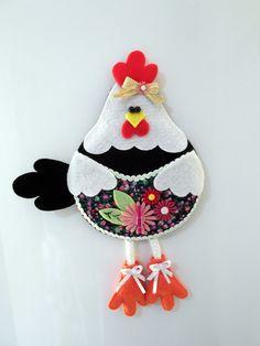 Porta recados galinha para colocar na geladeira: confeccionado em feltro, com ímã atrás, mini prendedor para segurar recados e bolsinho frontal para guardar caneta, lista de compras, contas... R$ 20,00