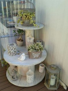 DIY Cable Spool Repurpose Ideas For Balcony Decoration - Balcony Decoration Idea. DIY Cable Spool Repurpose Ideas For Balcony Decoration - Balcony Decoration Ideas in Every Unique Detail Front Porch Furniture, Balcony Furniture, Diy Furniture, Antique Furniture, Cable Spool Tables, Cable Spool Ideas, Porch Plants, Farmhouse Front Porches, Wooden Spools