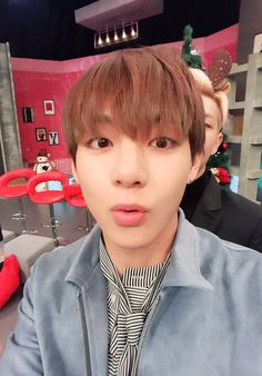 BTS | [Picture] BTS at arirang_ASC Twitter [151224] ~ V (Taehyung)
