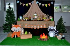 There& nothing more fun than a Woodland Camping Birthday Party in your house! This party features tents for a sleepover, yummy camping treats, and more. Camping Desserts, Camping Parties, Camping Themed Party, Camping Party Decorations, Camping Table, Camping Games, Outdoor Decorations, Camping Ideas, Outdoor Camping
