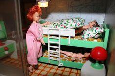 Yo fuí a EGB .Los años 60's y 70's.Los juguetes para niñas de los años 60 y 70. |yofuiaegb La EGB. Recuerdos de los años 60 y 70. Memories of 60's and 70's. Vintage Toys, Toddler Bed, Furniture, Home Decor, Old Games, Old Fashioned Toys, Girls Toys, Infancy, Souvenirs