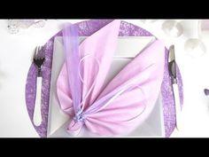 Pliage de serviette en forme d'ailes d'ange