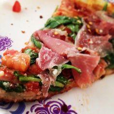 Prosciutto, arugula and freak tomatoes pizza.