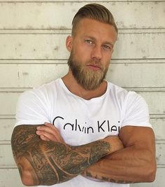 The Dark Viking Who Writes the Internet - - SAPO Lifestyle The Effective Pictures We Offer You About Beard Growth, Beard Care, Beard Styles For Men, Hair And Beard Styles, Barba Sexy, Sexy Beard, Beard No Mustache, Beard Boy, Beard Tattoo