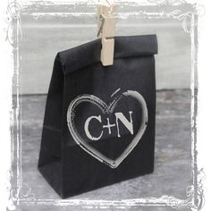 Chalkboard Favor Bags Black Kraft Paper by sparkleandposy Birthday Favors, Birthday Gifts, Cute Gifts, Diy Gifts, Handmade Gifts, Chalk Writing, Kraft Paper Wedding, Wedding Mood Board, Christmas Gift Wrapping