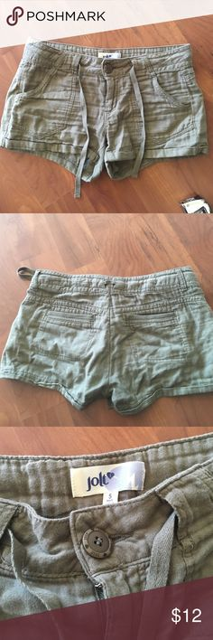 "Very soft cotton short. Nice khaki color. Perfect condition. Very comfy. Good for S and XS size. 10.5 "" ⬇️ , inseam 2.5"" west 16"". 100% cotton. Very soft. Jolt Shorts"