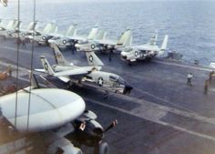 USS Ticonderoga in Vietnam | Description F-8J VF-162 USS Ticonderoga 1969.jpg