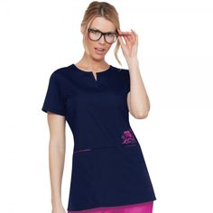 The Orange Standard Redondo Tunic Top is a long length split V-neck top with side slits for easy fitting. This tunic or scrub top is perfect when used as a dental tunic. You will look stylish and feel comfortable all shift long. Koi Scrubs, Cute Scrubs, Scrubs Outfit, Black Scrubs, Medical Scrubs, Nursing Scrubs, Nursing Clothes, Scrub Tops, V Neck Tops