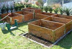 Garden Design – Get Gardening Tips Farm Gardens, Outdoor Gardens, Carport Modern, Blue Pallets, Fall Planters, Colorful Plants, Balcony Garden, Summer Garden, Outdoor Projects
