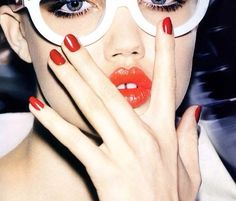 red lips red nails