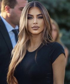 Kim with light brown hair 😍🔥. Kim Kardashian Cabelo, Kim Kardashian Hairstyles, Kim Kardashian Long Hair, Kardashian Style, Kim Kardashian Highlights, Kardashian Nails, Brown Hair Shades, Light Brown Hair Colors, Brown Hair And Brown Eyes