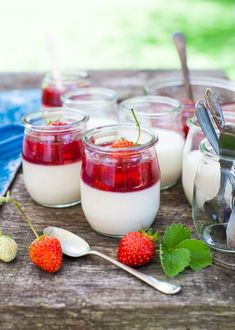 Sour Cream Panna Cotta with Strawberry Compote - Simple Bites White Desserts, Summer Desserts, Healthy Desserts, Elegant Desserts, Summer Food, Sweet Desserts, Winter Food, Plated Desserts, Easy Desserts