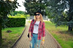 http://www.fashiondupes.com/2014/04/17-outfit-tartan-and-boyfriend.html #tartan #look #ootd #ootn #outfit #fashionblogger #blogger#fashion #boyfriendjeans #jeans#boyfriend #pimkie