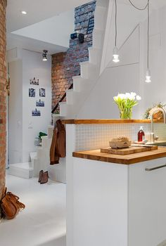 Staircase Behind Kitchen - Bright, Youthful and Cozy Maisonette in Gothenburg Deco Design, Design Case, Small Apartments, Small Spaces, Kitchen Interior, Kitchen Design, Farmhouse Side Table, Home And Deco, Colorful Interiors