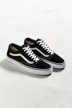 Vans Old Skool Suede Sneaker - Urban Outfitters Vans Sneakers, Suede Sneakers, Vanz, Black Vans, Vans Shop, Vans Off The Wall, Black Women Fashion, Fashion Men, Soft Suede