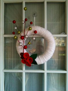 Winter wreath. No tutorial, but pretty straight forward.