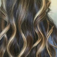 Are you guys following our Texas educator @cynlovesbalayage? This blend has us dreaming of...