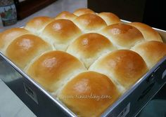 Roti Sobek foto resep utama Donut Recipes, Bread Recipes, Cooking Recipes, Soft Bread Recipe, Roti Bread, Portuguese Recipes, Love Food, Sweet Recipes, Food And Drink