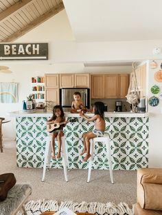Rowantree Design: The Fibro Beach Shack & A Yellow Beach House & Design: The Fibro Beach Shack & A Yellow Beach House & on Kauai: The Surf Surf Shack, Beach Shack, Decoration Surf, Surf Decor, Beach Cottage Style, Beach Cottage Decor, Coastal Cottage, Beach Apartment Decor, Cottage Porch