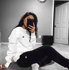Yin-yang ⚫️⚪️ Comfy Outfits 2019 Lazy Day Outfits School Outfits 2019 Summer Fashion 2019 Teen Fashion 2019 How to wear school outfits 2019 Casual School Outfits, Chill Outfits, Mode Outfits, Trendy Outfits, Fashion Outfits, Outfits With Sweatpants, Cute Sporty Outfits, Cute Legging Outfits, Fashion Clothes