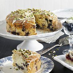 Gâteau aux bleuets, chocolat blanc et pistaches | .coupdepouce.com