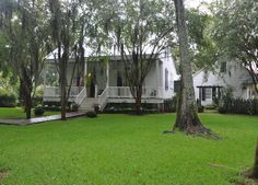 Never a shortage of color in new orleans homes and cottages - 1000 Ideas About Creole Cottage On Pinterest Shotgun
