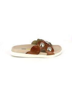 2300211d1b8 SANDALI CLEO sandalo basso estivo in pelle con accessori decorativi in  metallo