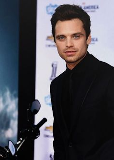 Sebastian's gorgeous blue eyes *_*