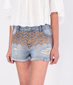 Short feminino  Modelo boyfriend  Barra desfiada  Com bolsos  Marca: Blue Steel  Tecido: jeans  Composição: 100% algodão  Modelo veste tamanho: 36             COLEÇÃO VERÃO 2016         Veja outras opções de    shorts jeans femininos.