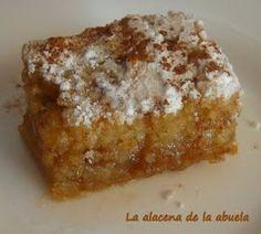 Probablemente tiene origen árabe. En Antequera (Málaga) se elabora desde 1635 en el Convento de Clausura de Belén de las Monjas Clarisas.... Sweet Recipes, Cake Recipes, Dessert Recipes, Kitchen Recipes, Cooking Recipes, Spanish Desserts, Pan Dulce, Mini Cheesecakes, Arabic Food
