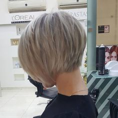 Short Hair Cuts For Women Easy, Thin Hair Short Haircuts, Oval Face Hairstyles, Short Hair With Layers, Hairstyles Haircuts, Cool Hairstyles, Growing Out Short Hair Styles, Medium Hair Styles, Hair Today Gone Tomorrow