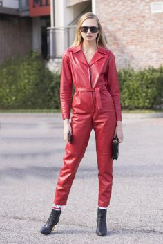 And just like that, the style set landed in Milan for the third stop on their global Fashion Week tour. Suit Fashion, Leather Fashion, Fashion Outfits, Red Leather, Classy Fashion, Party Fashion, Style Fashion, Fashion Jewelry, Leather Jacket