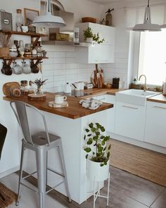 Small Kitchen Inspiration The Perfect Scandinavian Style Home Home Decor Kitchen, Kitchen Interior, New Kitchen, Home Kitchens, Kitchen Dining, Kitchen Small, 10x10 Kitchen, Studio Kitchen, Small Kitchen Inspiration