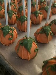 Pumpkin cake pops - this would be awesome with spice cake and cream cheese frosting with some pumpkin pie spices added.