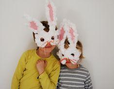 Seu filho vai adorar se fantasiar de coelho! Vem ver como fazer essas máscaras!