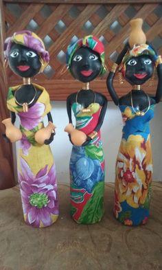 Bottle Art, Water Bottle, Gisele, African Art, Biscuits, Artwork, Diy, Decorate Bottles, Decorated Bottles