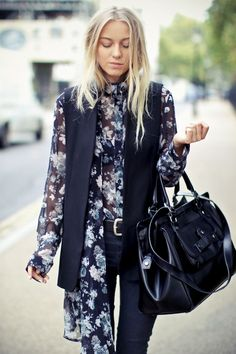 Trendy Streetstyle - floral prints, leather tote bags & formal gilet #trendy #style #floral #print #skinnyjeans #oversizedtote