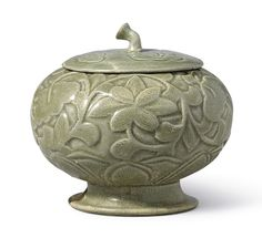 A RARE 'YAOZHOU' CARVED CELADON GLOBULAR 'FLORAL' VESSEL AND COVER, FIVE DYNASTIES