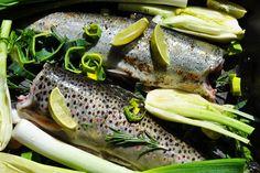 Pstruh s pórom a feniklom na rozmaríne a cviklový šalát - Antónia Mačingová Fish, Fitness, Diet, Pisces
