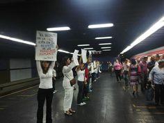 Manifestación de madres hoy #20M en el metro de Caracas #Venezuela