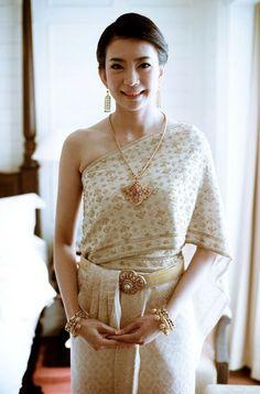 1f4903a95ba thai traditional wedding dresses with sa-bi Thailand National Costume