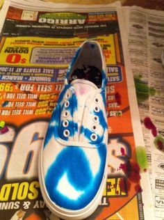 I started with blue, just tip on the dye in random places Tie Dye Party, How To Dye Shoes, Your Shoes, Bleach, Oxford Shoes, Dress Shoes, Lace Up, Random, Sneakers