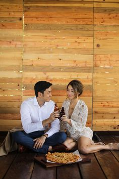 Kryz Uy and Slater Young Look So In-Love in Their Chill Engagement Shoot! Beach Engagement Photos, Engagement Photo Outfits, Engagement Shoots, Pre Nup Photoshoot, Pre Wedding Photoshoot, Prenup Photos Ideas, Prenup Ideas Outfits, Rustic Prenup, Prenup Ideas Philippines