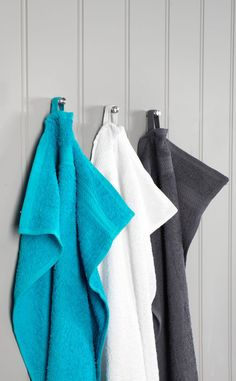 Cosy and comfy towels from JYSK. Choose from a range of colours and sizes to match your bathroom interior design. Soft Towels, Guest Towels, Hand Towels, Bathroom Styling, Bathroom Interior Design, Bathroom Accessories, Colours, Cosy, Range