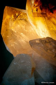 This a cut from a very huge (over 2 m tall) crystal rock. The Tucson Rock, Mineral, and Gem show, covers all of Tucson for 4 weeks. It has over 25 different locations. It is the largest show in the world for Rocks, Gems, and Minerals.    Tucson, AZ