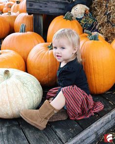 These Bearpaw Emma boots are just too cute! Perfect to wear in a family photo or a fun trip to the pumpkin patch, they make any fall outfit come together. Photo c/o: claire_cervino