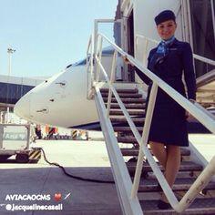 """""""Quanto maiores forem os seus sonhos, maiores também serão as escadas que terá que construir para alcançá-los."""" Comissária Jacqueline Casali ❤️✈️ #crewlife #future #flightattendant #aeromoças #aeromoça #stewardess #comissáriadebordo #azullinhasaereas #fly #revistatripulante #aero #tripulantes #aviacaocms #voeazul #flyaway #comissariasdevoo #azul #blueangel #cabincrew"""