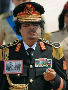dictators of the world khadafi Libya, TOTAL Douchebag! Creepy People, Barbary Coast, Natural Born Killers, African Royalty, Great Leaders, World Leaders, North Africa, World History, Popular Culture