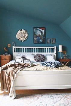 Idee per arredare la camera da letto con il verde petrolio - Pareti color petrolio